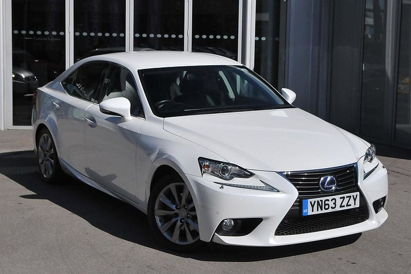 Lexus IS 300h IS 300h Luxury Lexus Navigation Finished in Lexus Leather